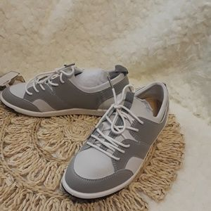NEW EMU AUSTRALIAN Athletic shoes